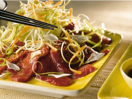 Japanse carpaccio met mieriksworteldressing
