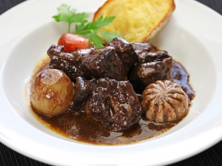 beef-bourguignon-beef-stewed-in-red-wine-P9BW7J5